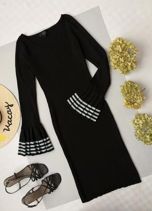 Платье миди в рубчик черное с интересными манжетами