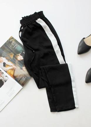 Классные черные штаны с лампасами с 8