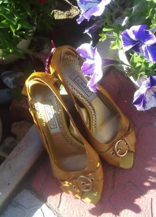 Отличные босоножки-туфли!размер 36-37