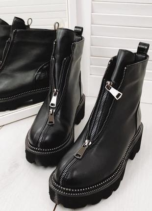 Крутые черные зимние ботиночки с молнией спереди