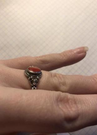 Старенькое серебряное кольцо с неизвестной мне вставкой