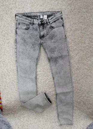 Новые классные мужские джинсы скинни divided 34