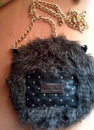 Стильная меховая сумочка