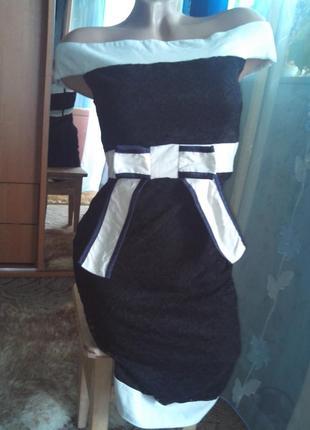 Вечернее кружевное платье-миди с открытыми плечиками и утягивающим эффектом от vesper