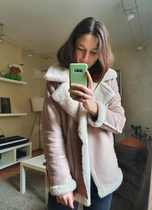 Уютная и тёплая розовая дублёнка от pull&bear