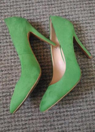 Элегантные туфли zara trafaluc на каблуке , 39 размер