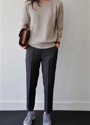 Укороченные серые брюки со стрелками