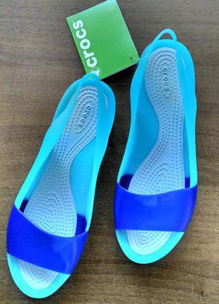 Новые яркие crocs color block flat.