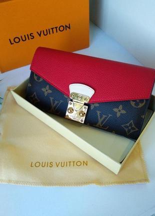 Кожаный женский кошелек с  оригинальной застежкой