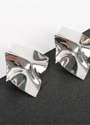 Серьги серёжки эффект погнутого метала серебристые вечерние нарядные новые