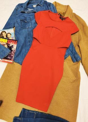 Платье красное с открытыми боками и вырезом missguided