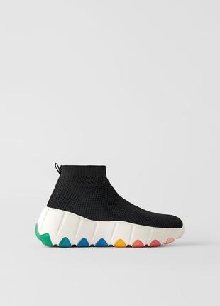 Высокие кроссовки сникерсы кеды  на толстой подошве с разноцветными деталями