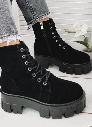 Чёрные зимние ботинки на тракторной подошве,зимние замшевые ботинки на массивной подошве