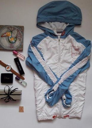Красива спортивна  куртка , вітрівка  reebok