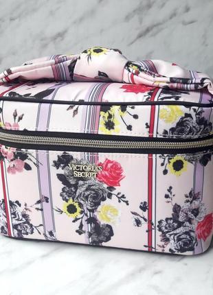 Розовый вместительный кейс victoria's secret косметичка