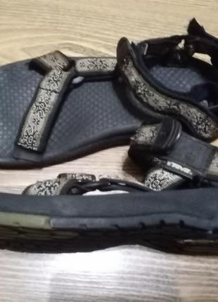 Трекинговые сандалии teva