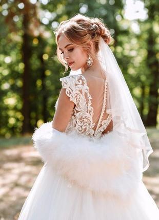 Свадебное платье со светящейся вышивкой