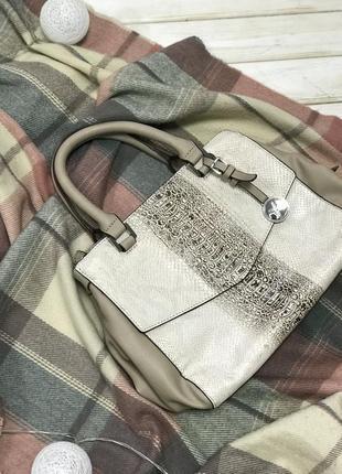 Очень классная вместительная сумка fiorelli