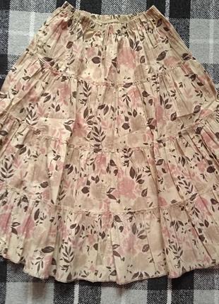 Яркая юбка в цветочний принт