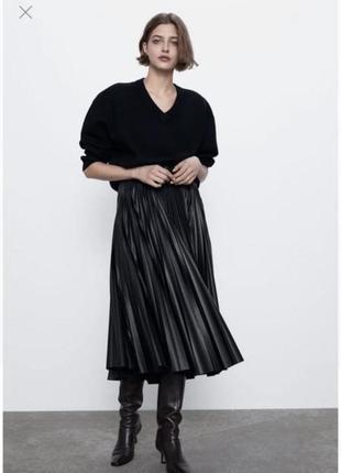 Новая чёрная кожаная юбка миди zara плиссированная  с поясом