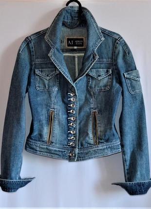 Armani jeans - фирменная джинсовая куртка.