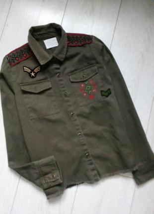 Трендова рубашка жакет хаки с вышивкой