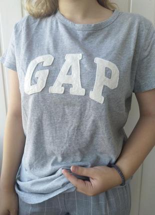 Серая футболка от gap