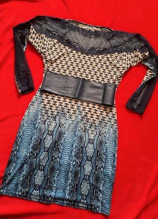 Облегающее платье под пояс