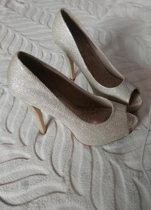 Нарядные туфли на каблуке next