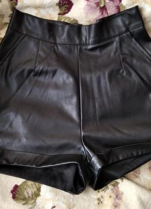 Кожаный шорты