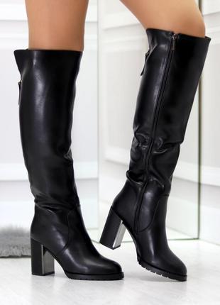 Женские зимние чёрные сапоги на высоком каблуке