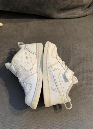 Белые детские кроссовки 25 р найт nike
