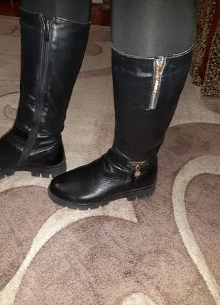 Черные кожаные сапоги чоботи