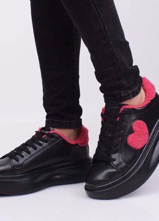 Стильные черные зимние кроссовки на платформе меху криперы кеды