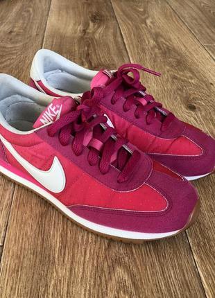 Розовве кроссовки nike. 36 размер, 23 см. оригинал.