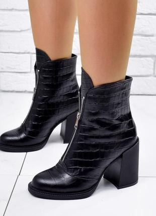 Ботинки кожаные под питон  чёрные демисезонные ботильоны на каблуке