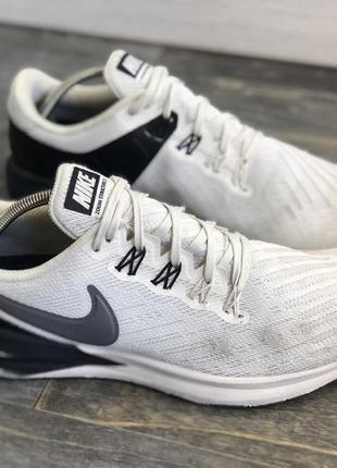 Мягкие и удобные кроссовки для бега или занятий спортом