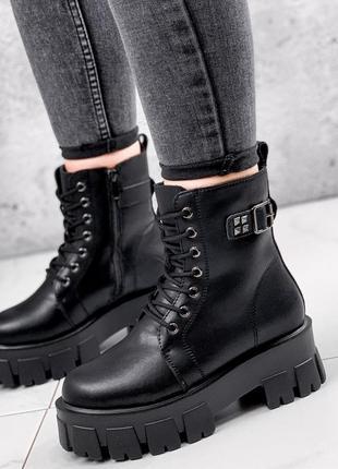 Новые женские кожаные зимние чёрные ботинки на массивной подошве