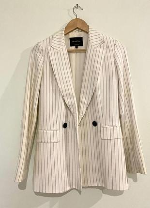 Белый удлиненный пиджак