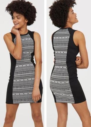 Платье по фигуре из плотного трикотажа с узором