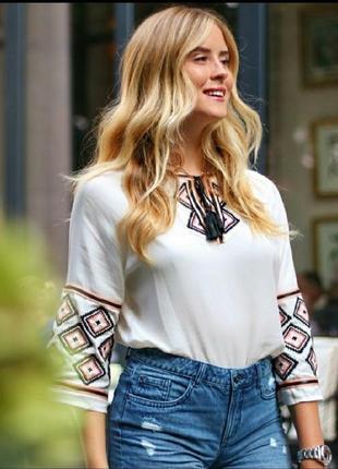 Рубашка вышиванка с завязками белая вискоза