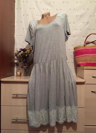 Удобное серое  платье миди на резинке