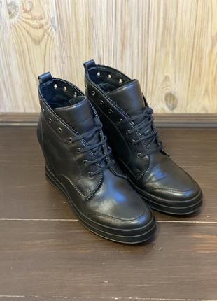Шикарные ботинки в спортивном стиле из натуральной кожи