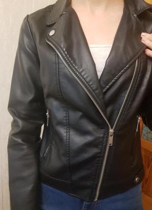 Отличная курточка косуха из кожзама на подкладке