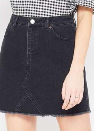 Короткая чёрная джинсовая юбка