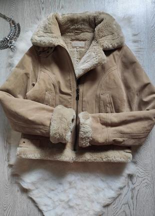 Бежевая кэмэл женская куртка дубленка на меху авиатор с воротником короткая коричневая