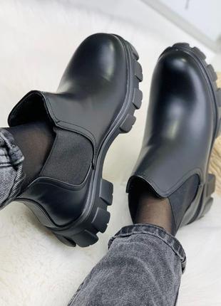 Новые женские зимние чёрные ботинки челси