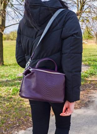 Кожаная фиолетовая сумка