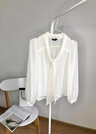 Легкая шифоновая молочная блуза с объёмными рукавами
