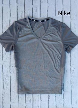Спортивна футболка nike dri fit для бігу та фітнесу